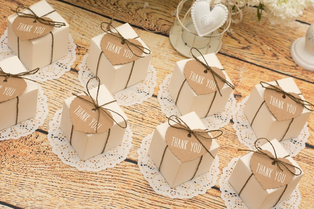 wedding favors with thank you tags