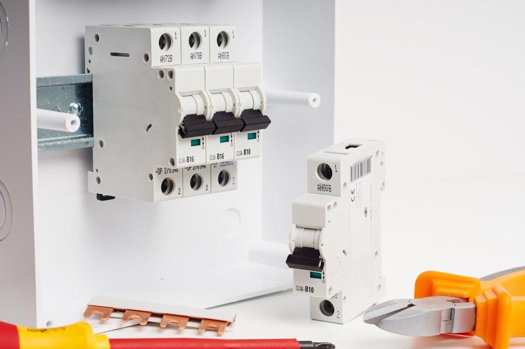 circuit breaker repair