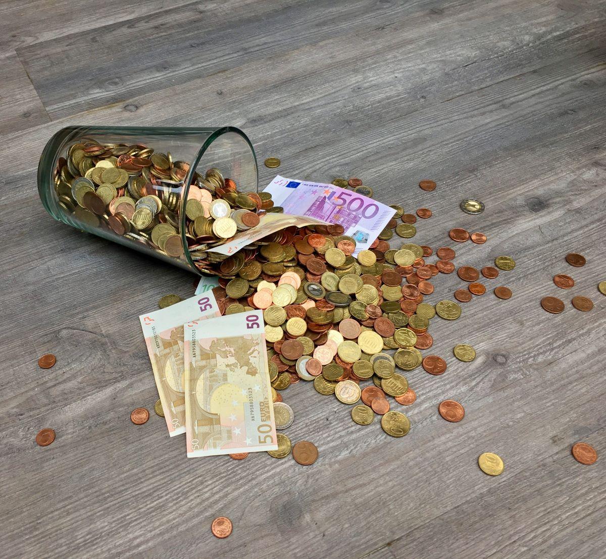 glass full of money