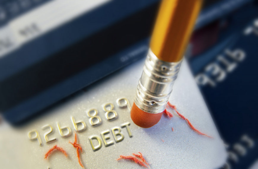 Old-school Myths About Credit Cards That Must Go